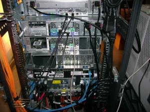 Rückansicht DL320s, 2x DL380 G4 und BladeSystem